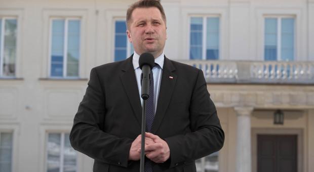 """Chcą odwołania """"niekompetentnego i aroganckiego"""" ministra Czarnka"""
