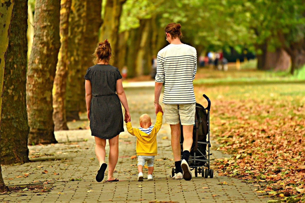 Dostęp do placówek opieki dla dzieci pozwoli rodzicom pogodzić pracę i rozwój zawodowy z rodzicielstwem (Fot. Pixabay)