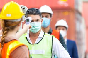 Powikłania po COVID-19 to nie koniec kłopotów. Fatalna postawa pracodawców
