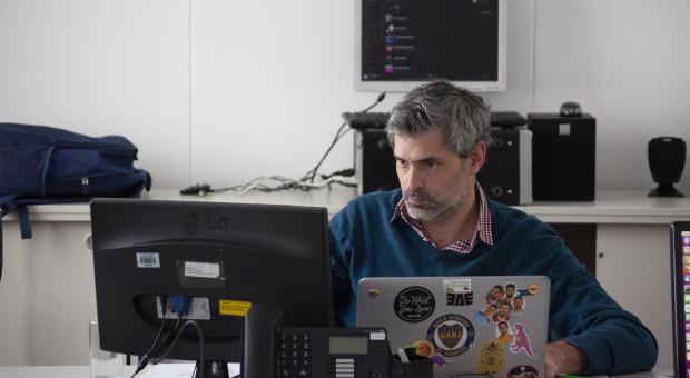 Pandemia zachwiała rynkiem pracy IT. Mniej ofert i niewielkie podwyżki dla juniorów