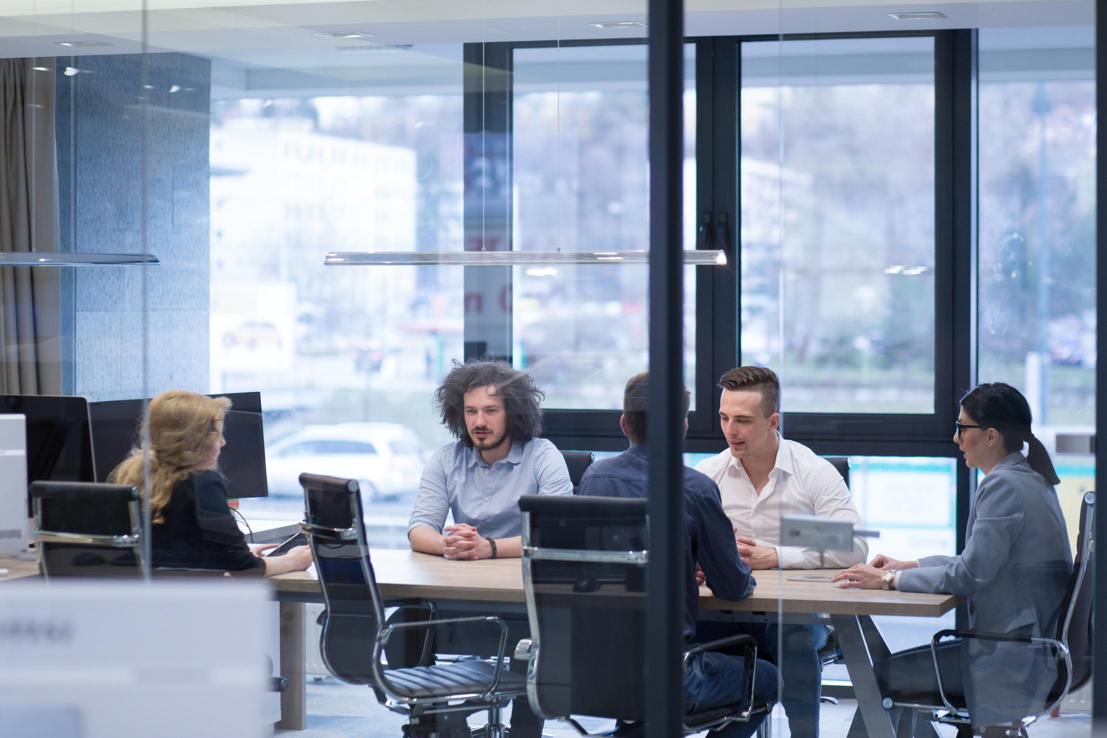 Obecnie rośnie zapotrzebowanie na liderów finansowych z udokumentowanymi wynikami wyprowadzenia firmy z kryzysu (fot. shutterstock)