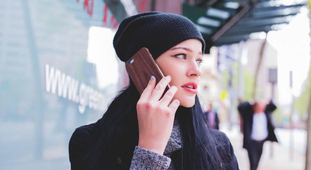 Większość Polaków nie wyłącza na urlopie służbowych telefonów