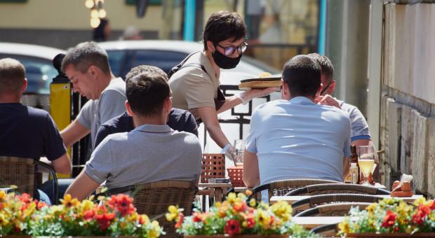 Pracownicy barów i restauracji stawiają na nowe branże