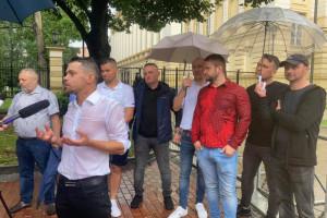 """Rolnicy i rybacy przed kancelarią premiera. """"Rozpętamy w Polsce piekło"""""""