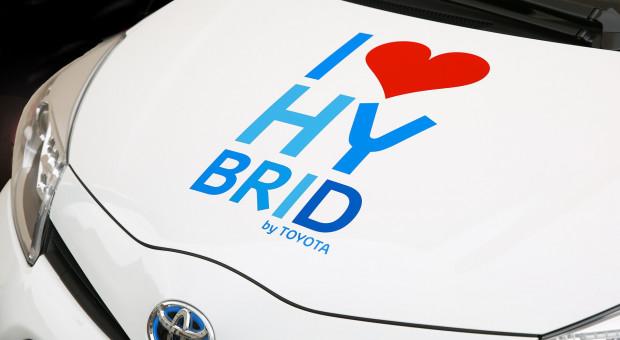 Wymieniają wszystkie samochody służbowe na hybrydy. Chcą pomóc środowisku