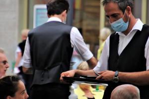 Restauratorzy nie chcą płacić odpraw zwalnianym za brak certyfikatów sanitarnych