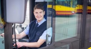 Autobus nie przyjeżdża, bo nie ma kierowców. Chodzi nie tylko o wynagrodzenia