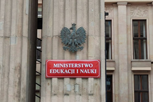 Prokuratura bada, czy doszło do nieprawidłowości w wydawaniu dyplomów. Głos zabiera MEiN