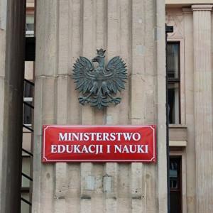 Prokuratura bada czy doszło prawidłowości w wydawaniu dyplomów. Głos zabiera MEiN