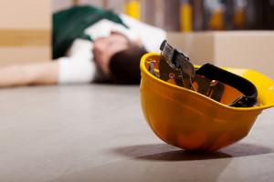 Blisko 200 tys. osób miało wypadek w pracy. Ponad połowa nie skończyła 44 lat