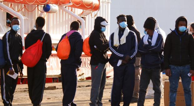 Imigranci chwieją rządem Włoch. Ultimatum Salviniego