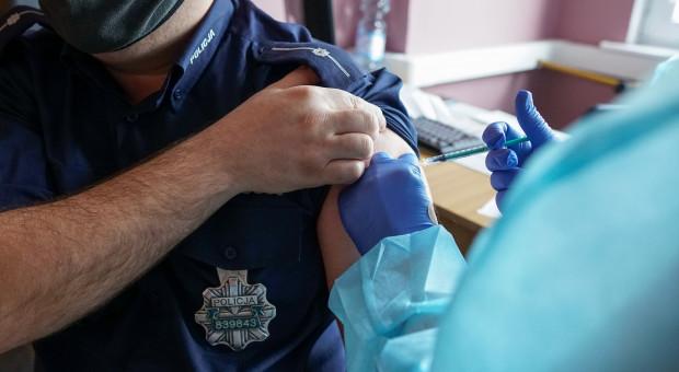 Ponad połowa policjantów zaszczepionych przeciwko COVID-19