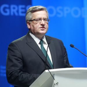 Były prezydent: politycy w Polsce zarabiają mało