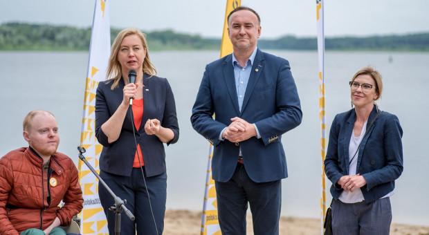 Polska 2050 chce powiązać płace polityków z budżetówką