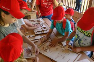 Bank wspiera żubry i przy okazji edukuje dzieci
