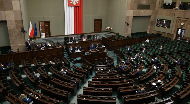 Polacy nie chcą podwyżek dla polityków