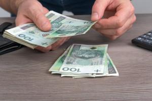 Zarobki Polaków w dół. GUS opublikował dokładne dane