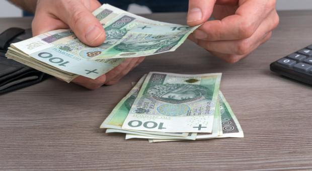 Zarobki Polaków lekko w dół. Przeciętne wynagrodzenie to 5,5 tys. zł