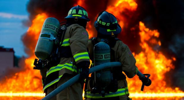 Pożar lakierni w miejscowości Ceków Kolonia, na miejscu 15 zastępów straży