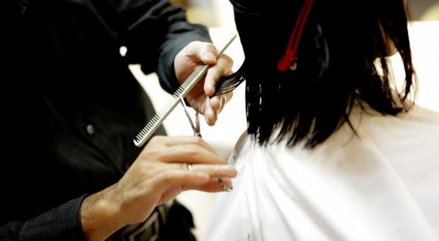 Salony fryzjerskie nie planują zwolnień pracowników