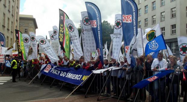 Związki nie pozostawiają złudzeń. Szykują się gigantyczne protesty