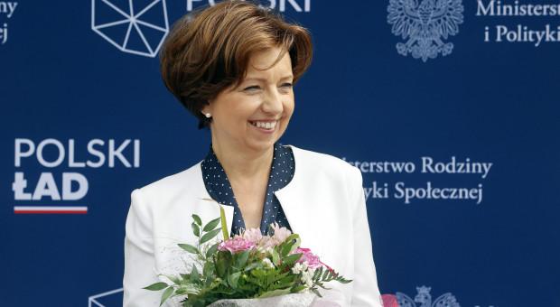 """Minister rodziny promuje Polski Ład. """"Spełniamy marzenia Polaków"""""""