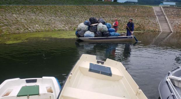 Pracownicy Taurona zbierali śmieci z Jeziora Rożnowskiego