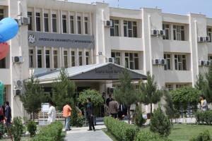 Studenci i pracownicy Uniwersytetu Amerykańskiego w Kabulu próbują uciec z Afganistanu