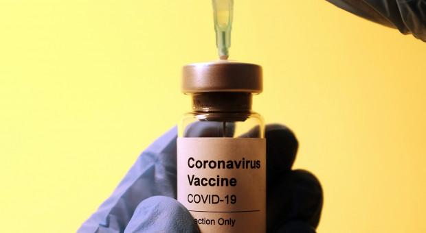 Kolejna firma wprowadza obowiązkowe szczepienia. W tej branży to już standard