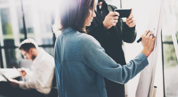 Ile można zarobić w marketingu i sprzedaży? Pensje na różnych stanowiskach