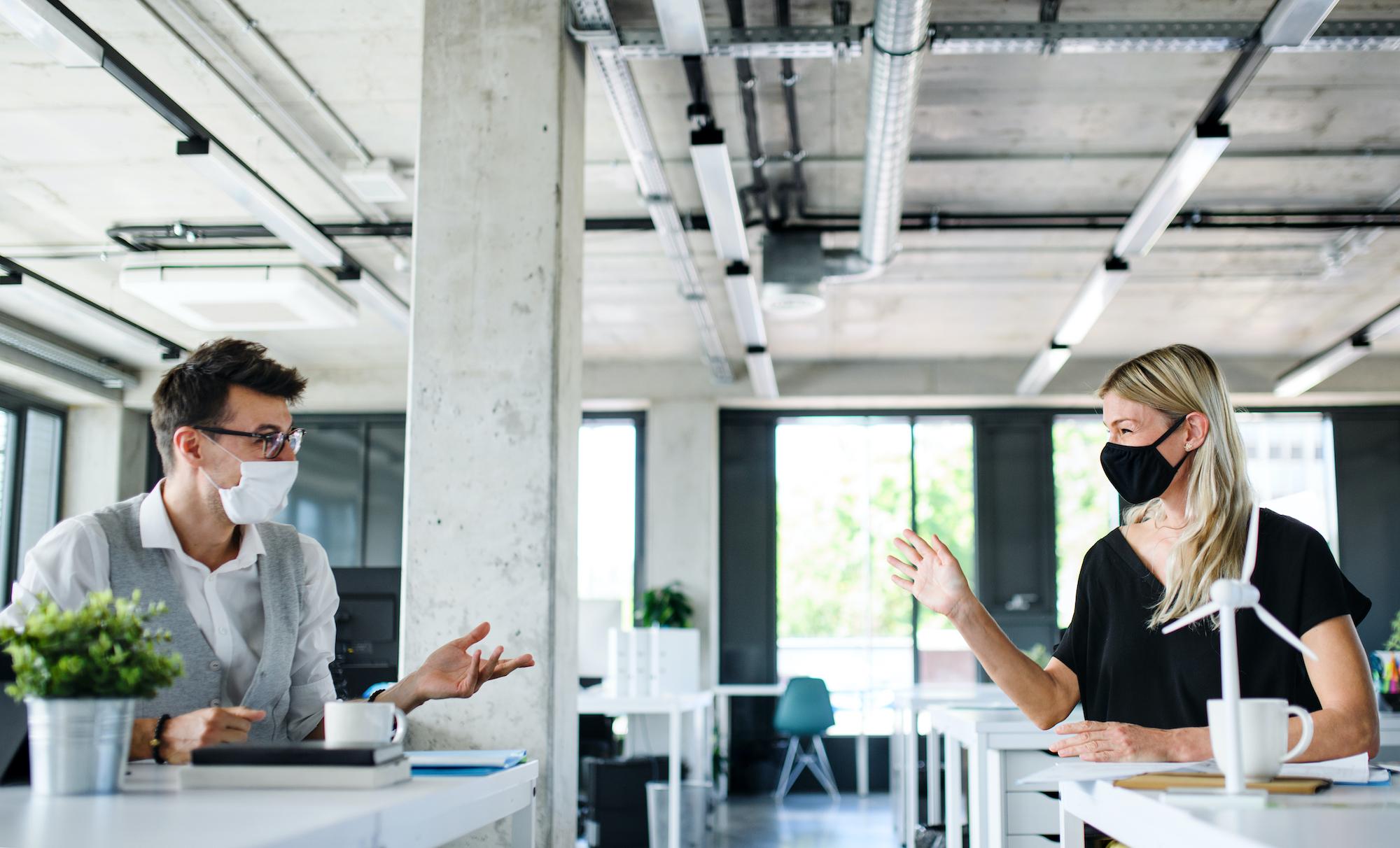 Część pracodawców uważa, że informacja o tym, który z pracowników się zaszczepił, to zbyt duża ingerencja pracodawcy w prywatne życie zatrudnionego. (Fot. Shutterstock)