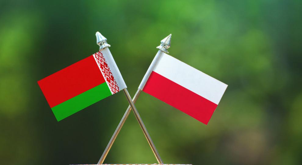 """Z """"Barometru Polskiego Rynku Pracy"""" wynika, że niemal dwukrotnie wzrósł odsetek pracodawców, którzy zatrudniają pracowników z Białorusi (Fot. Shutterstock)"""