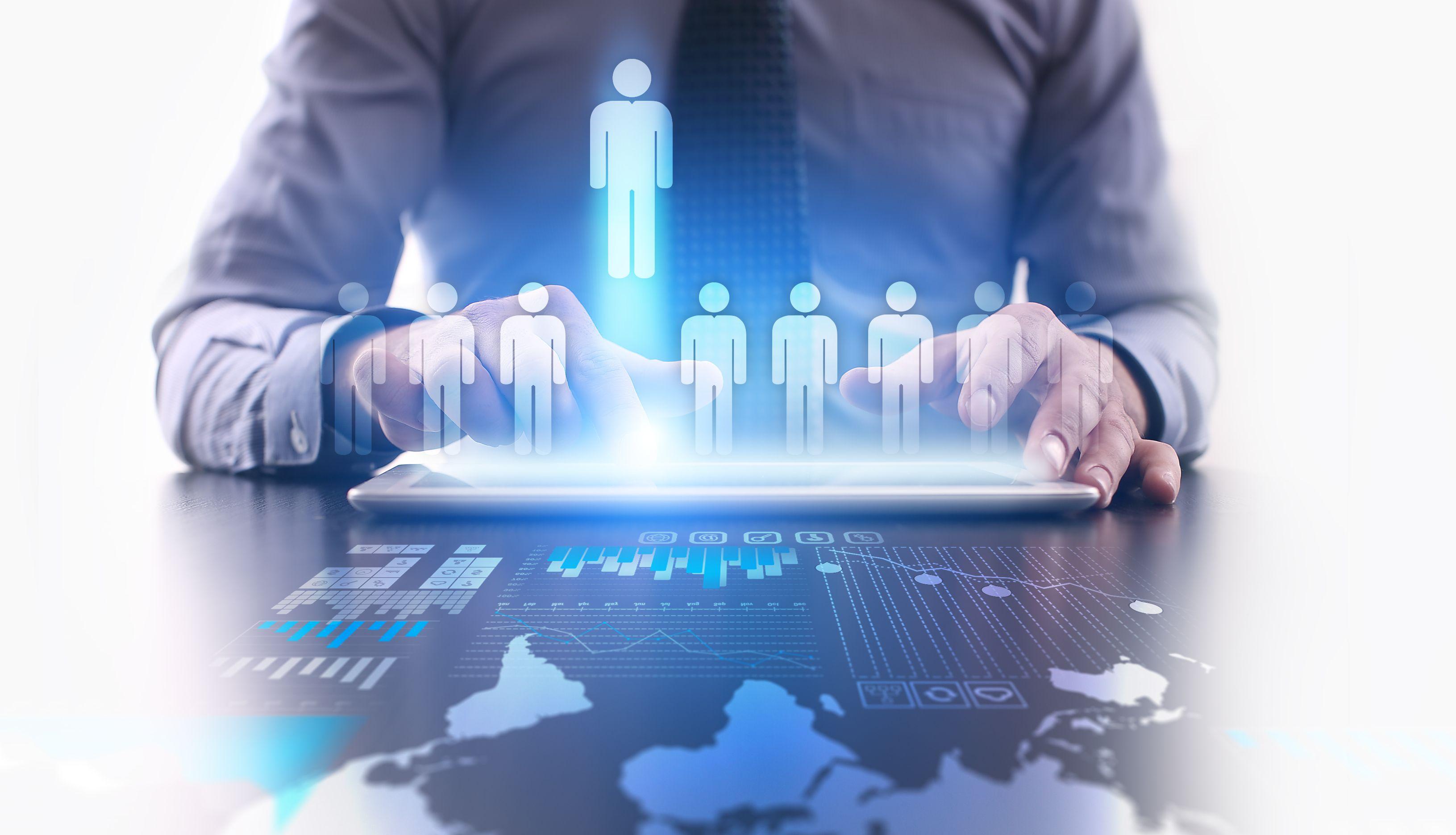 Scenariusz, w którym rynek będzie przesycony wykwalifikowanymi pracownikami może doprowadzić do silnej rywalizacji o ograniczoną liczbę miejsc pracy (Fot. Shutterstock)