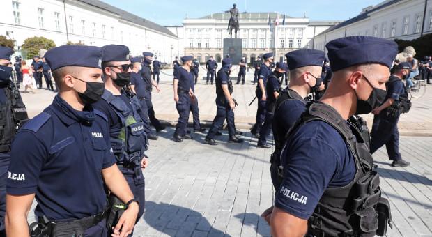 Rząd proponuje dodatkowe 5,5 mld zł na pensje służb mundurowych