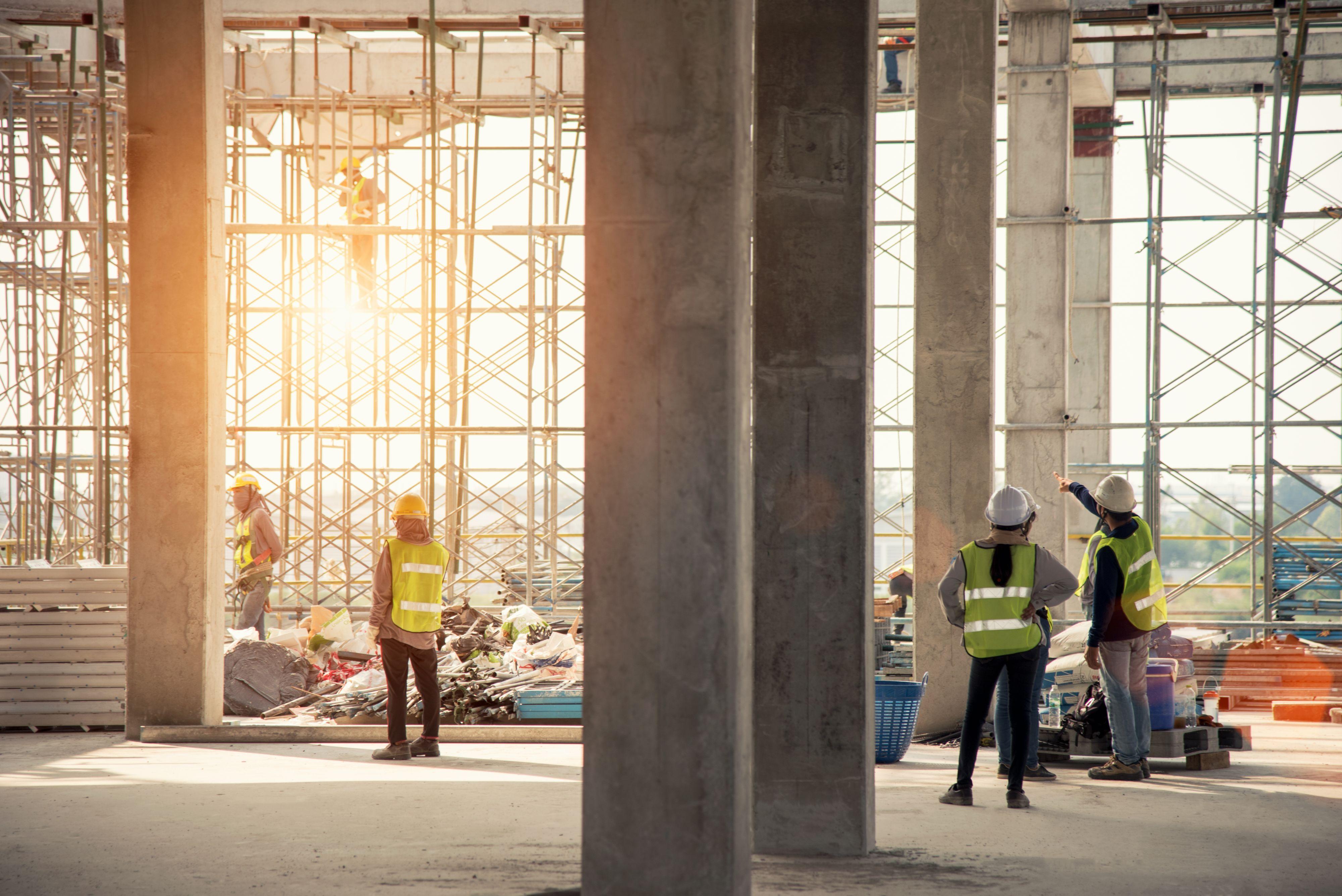 Pracownicy są przekonani o tym, że praca fizyczna w kluczowych obecnie dla rynku zawodach przeszła ewolucję (Fot. Shutterstock)