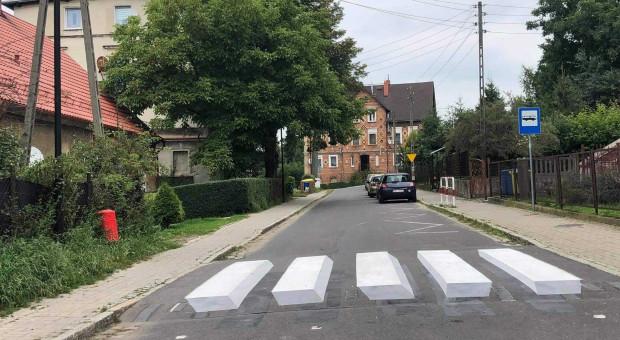 Budimex dba o bezpieczeństwo dzieci na drogach. Maluje kolejne pasy 3D