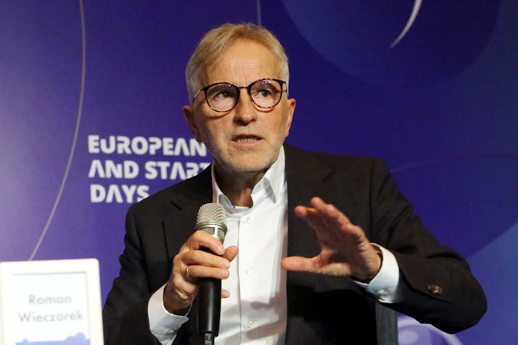 Debatę poprowadził Roman Wieczorek, szef zespołu ekspertów Instytutu Biznesu Rodzinnego (Fot. PTWP)