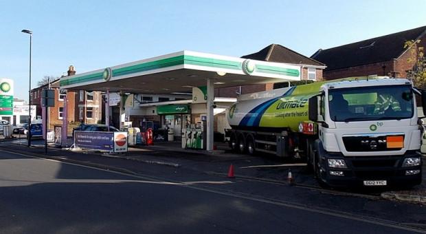 Stacje benzynowe zamykają się jedna po drugiej, bo nie ma kto dowozić paliwa