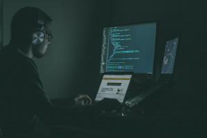 Cyberbezpieczeństwo to duże wydatki. No i specjalistów za mało