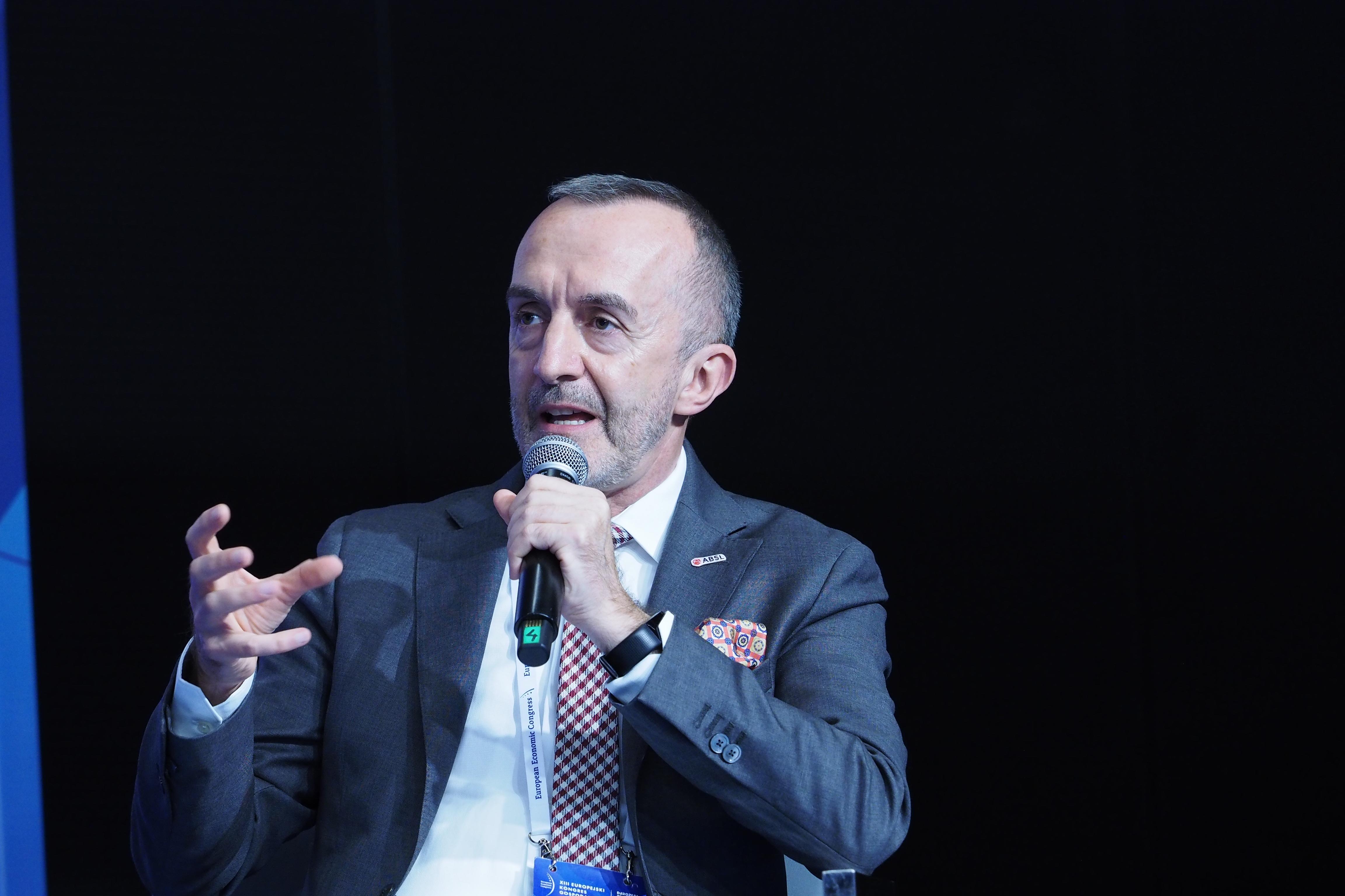 Dyskusję poprowadził Paweł Panczyj, managing director strategy & partnerships w ABSL (Fot. PTWP)