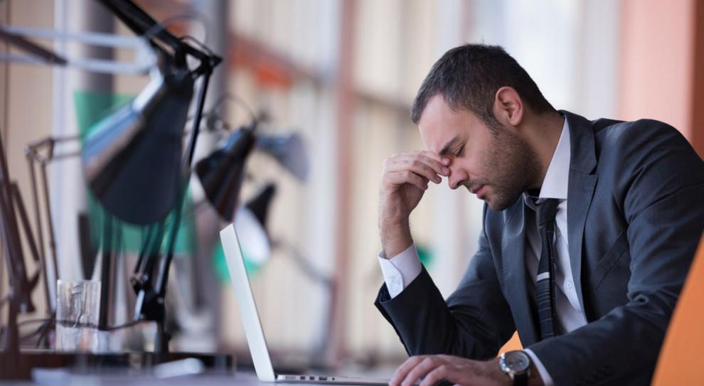 W pierwszej piątce największych wad pracy w domu znalazły się trudności we współpracy, brak wsparcia informatycznego i niedostępność sprzętu umożliwiającego wydajną pracę z domu (Fot. Shutterstock)