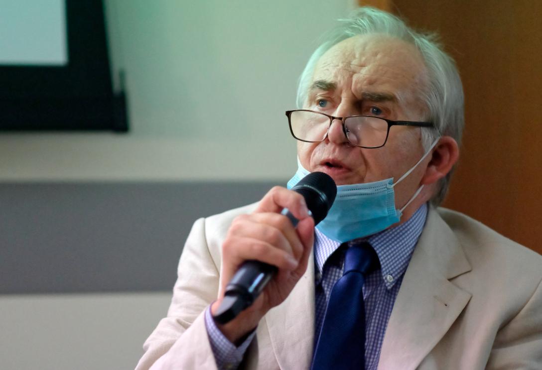 Tytuł honorowego profesora uczelni odebrał wybitny kardiochirurg prof. Marian Zembala. (fot. PAP/Andrzej Grygiel)
