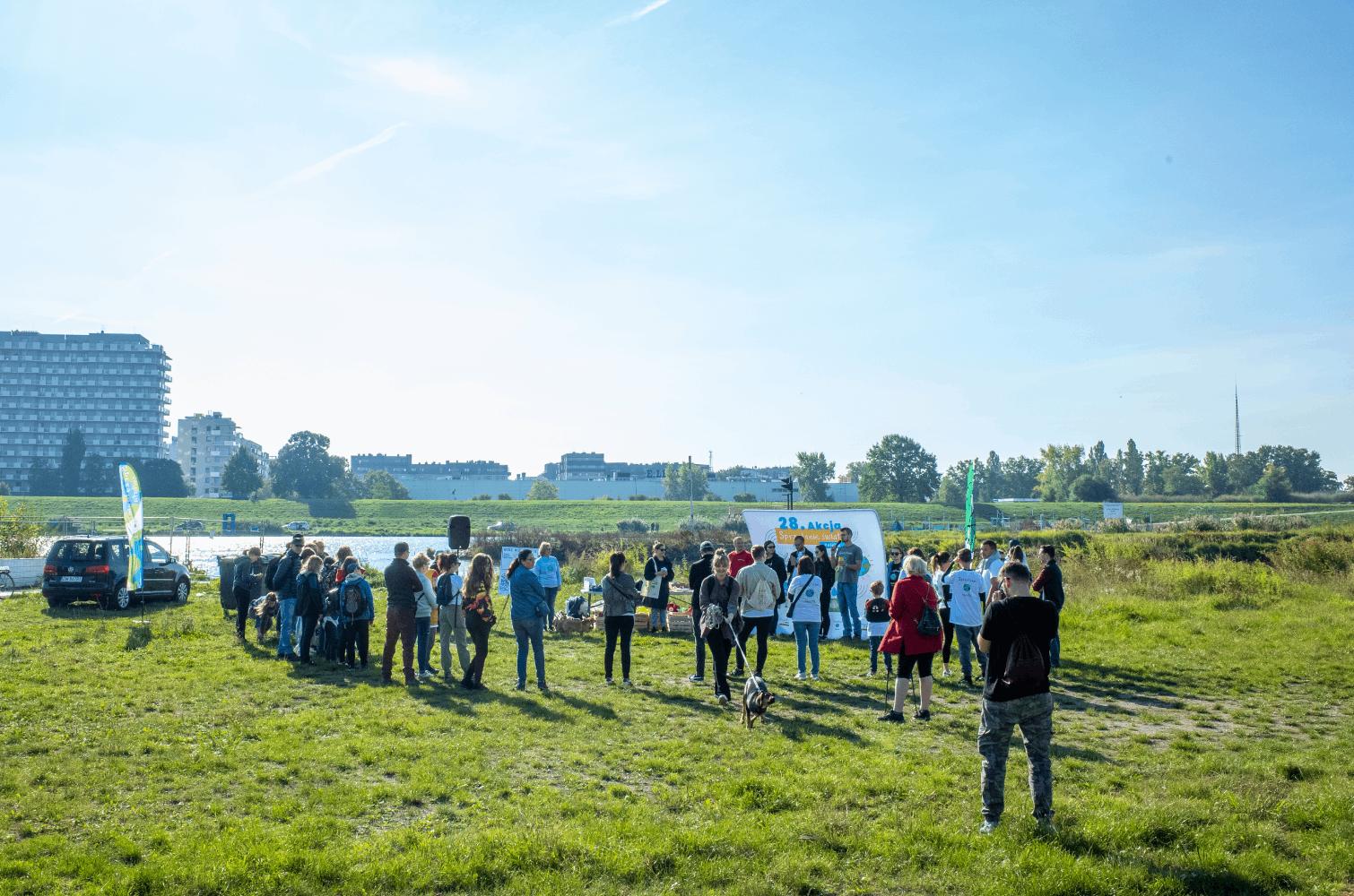 Pracownicy Kauflanda we Wrocławiu, razem ze swoimi rodzinami i bliskimi, wzięli udział w akcji sprzątania świata (Fot. mat. pras.)