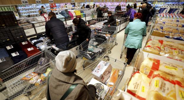 Chcą umożliwić studentom i emerytom pracę w niedziele handlowe