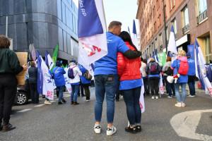 Pracownicy sfery budżetowej protestują przed MRiPS