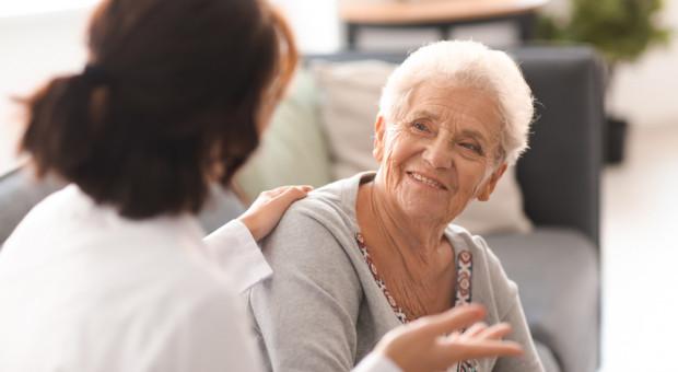 Spytała ministerstwo o głodowe emerytury. Odpowiedź: pracujcie dłużej i oszczędzajcie