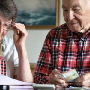 Pierwsze czternastki na trafią konta emerytów i rencistów jeszcze w październiku