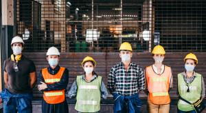 Czwarta fala nabiera rozpędu, a przedsiębiorcy rozkładają ręce